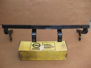 Stossstangenhalter vorne mitte  Opel GT  14 06 016